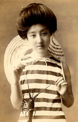 JAPANESE SWIMSUIT GIRLS - Meiji Era Bathing Beauties of Old Japan (24)