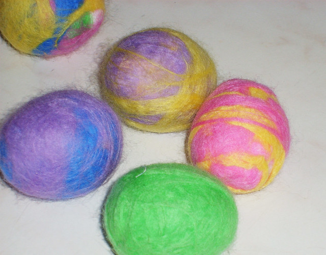 How to make felted Easter Eggs