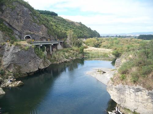 bridge newzealand river landscape rocks tunnel manawatugorge abigfave ballancebridge