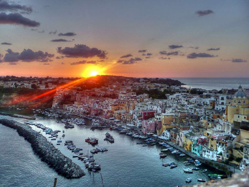 Corricella HDR al tramonto