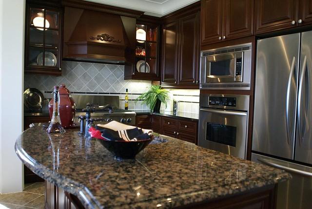 Model home 4 kitchen 1 2 7 clausfarm road stouffville for Model home kitchens