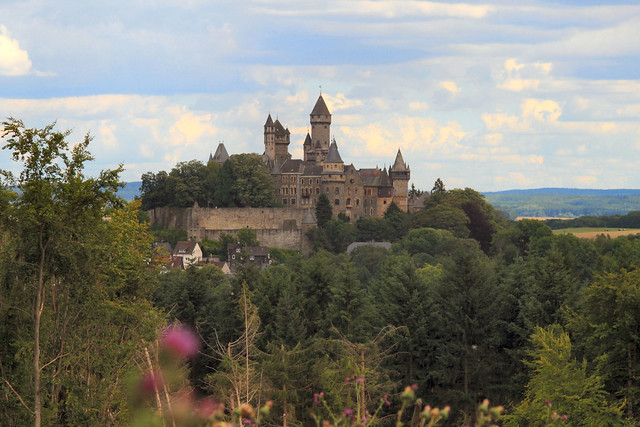 Burg Braunfels im Wandel der Jahreszeiten: Juli