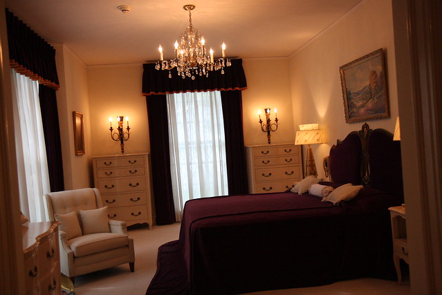 elvis presley bedroom at graceland bing images