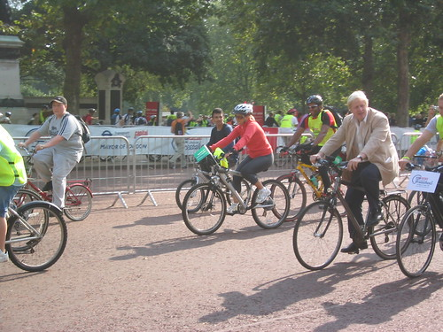 倫敦市長Boris Johnson參加自行車活動。(來源:coconinoco)