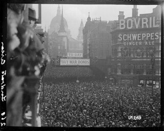 Crowd scene at Ludgate Circus, London, after World War I, 1918