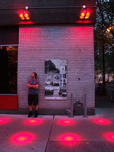photo s du jour red light district spacing montreal. Black Bedroom Furniture Sets. Home Design Ideas