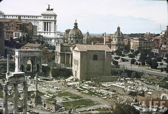 """Roma - I Fori Imperiali: Mostra - """"Roma - L' invenzione dei Fori Imperiali - Demolizioni e scavi: 1924-1940."""" (23.07. - 23.11.2008). Suppl. Foto, Carl Mydans, LIFE MAGAZINE (1940-42 [?])."""