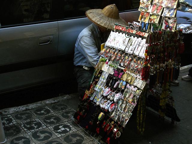 Vendedor com chapéu