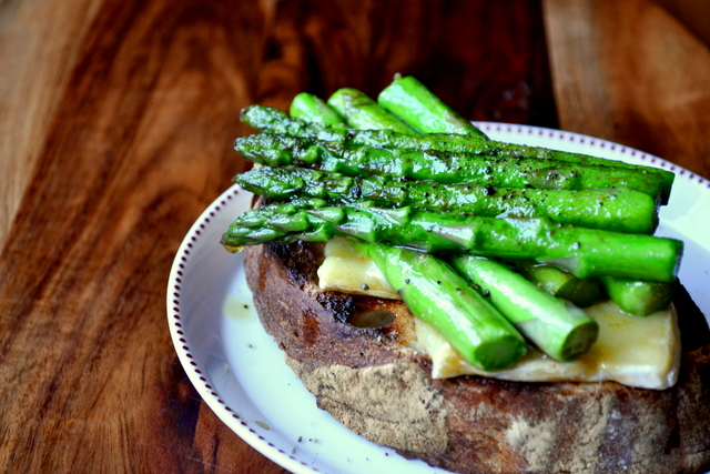 Asparagus and Brie Tartine (4)
