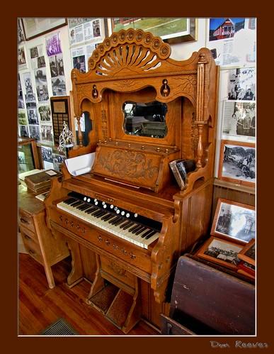 church organ churchorgan pumporgan