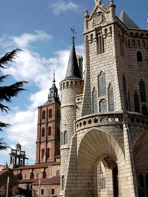 Espadaña y Torres. 20 ASTORGA . Palacio Episcopal. Gaudí. 02