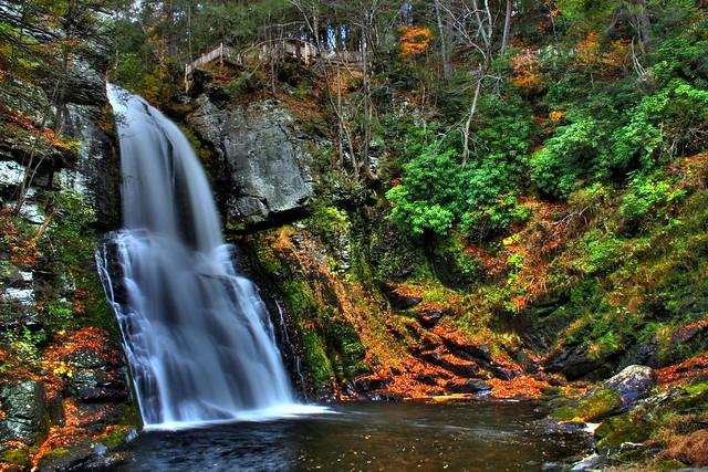 Bushkill Falls by CC user jason_burmeister on Flickr