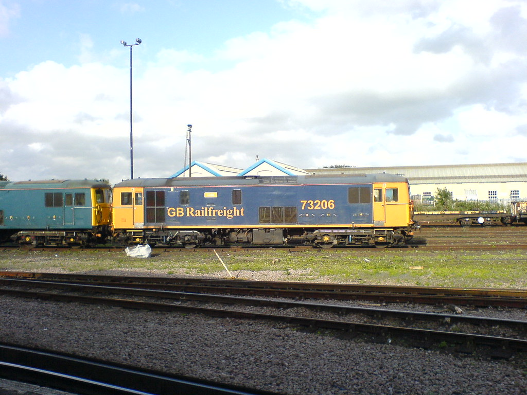 73206 at Eastleigh