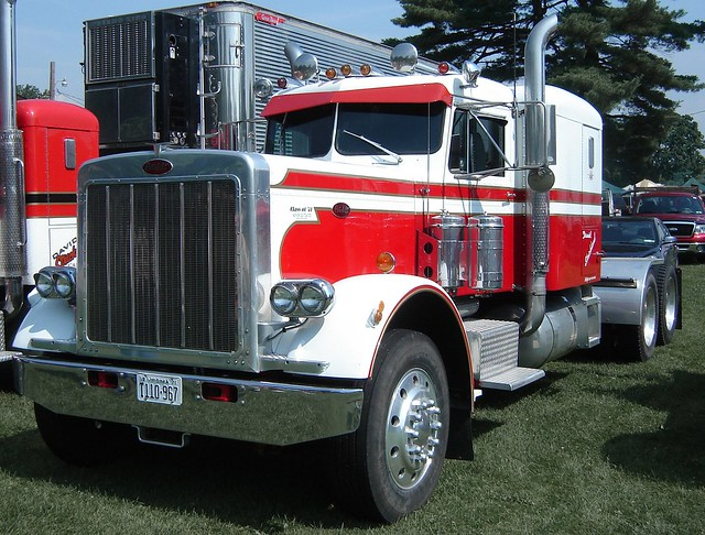 1971 Peterbilt 359 http://www.flickr.com/photos/jackbyrneshill/5854346506/