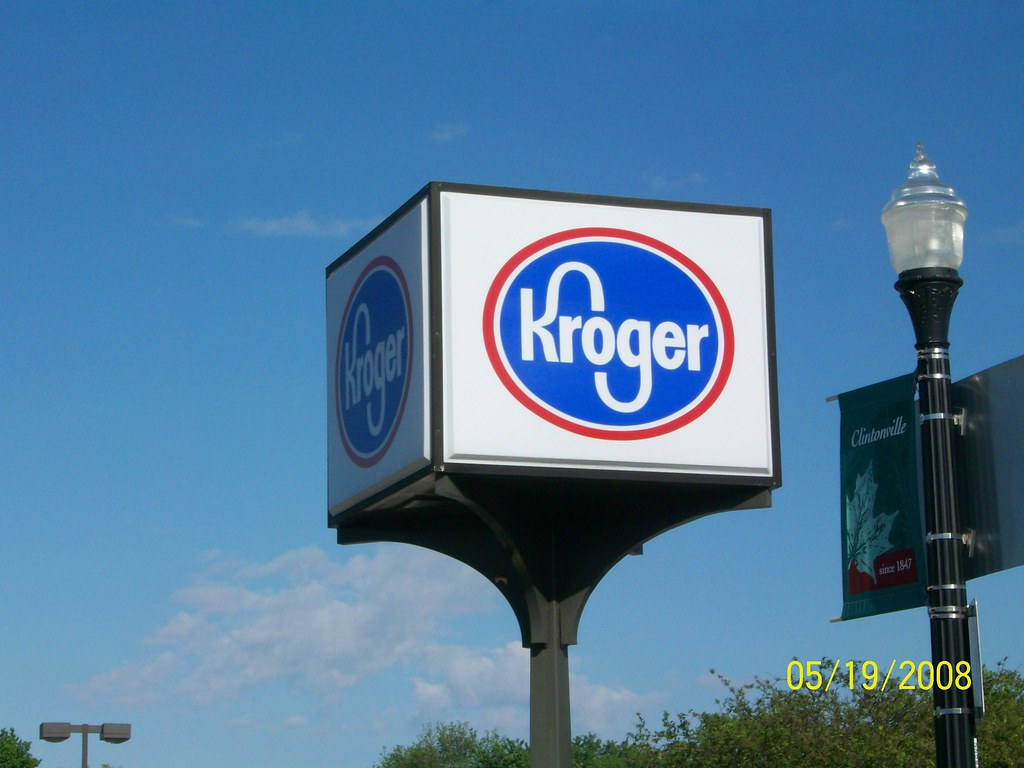 Kroger sign at N High Street and W North Broadway