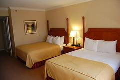 room(1.0), property(1.0), suite(1.0), bedroom(1.0),