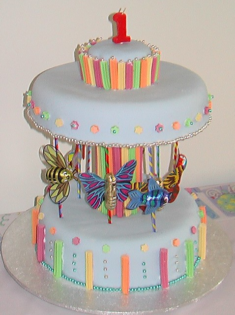 Carousel Birthday Cake http://www.flickr.com/photos/27356364@N02/2865161088/