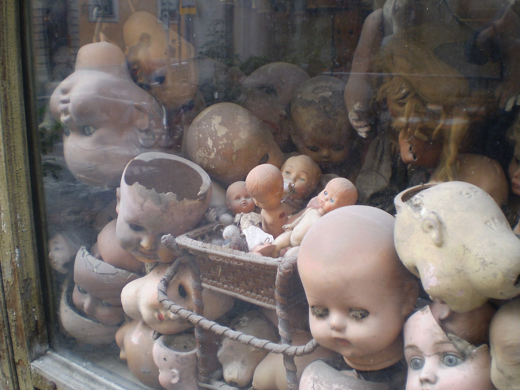Dolls repairs - shop  Rome 2008 039