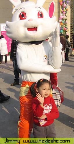 上海糖果文化节大白兔奶糖与萝莉