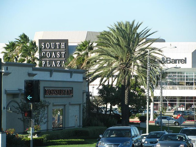 south coast plaza, crate & barrel signs