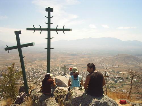cruces en la punta del cerro