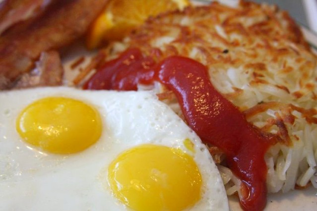 Alton Brown's 'Man Breakfast' With Bacon, Eggs, And Hash Browns ...