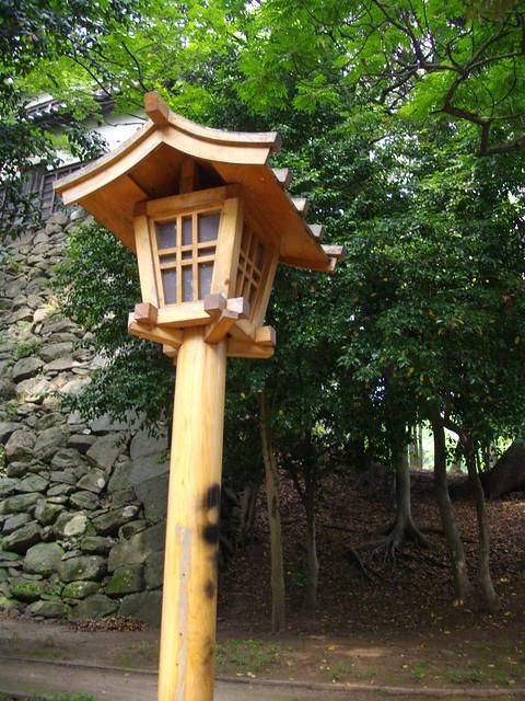 Wooden lantern fukuoka castle hori k en a wooden for Wooden garden lanterns