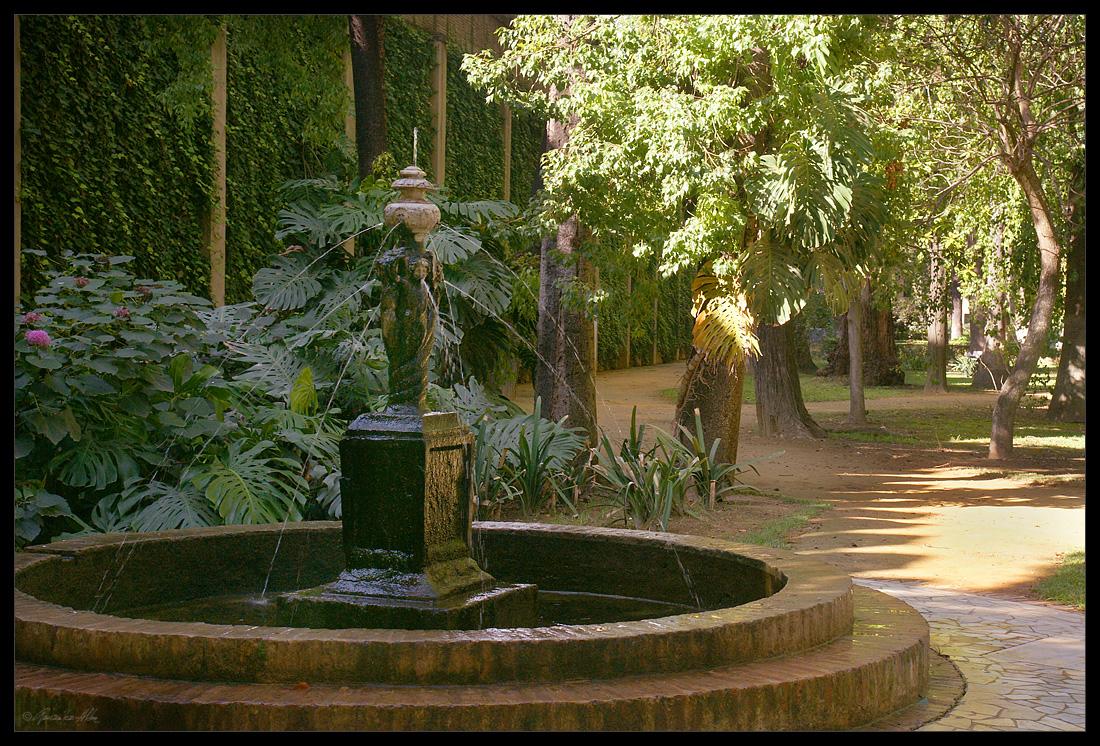 Fuente rom ntica jard n ingl s de los reales alc zares de for Jardin en ingles