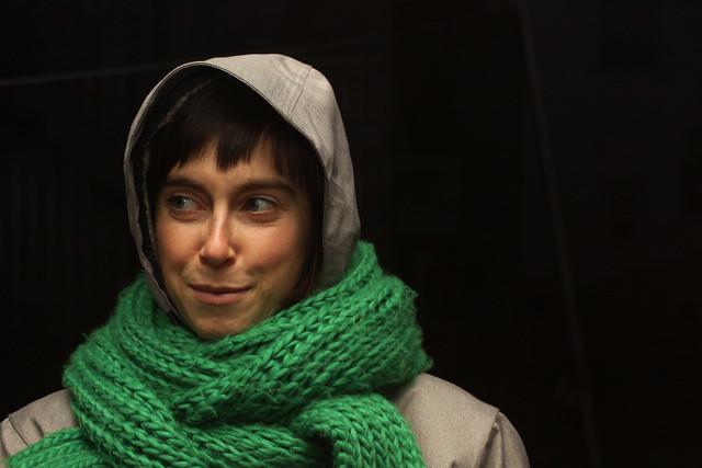 Isa et le foulard vert