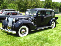 rolls-royce phantom iii(0.0), rolls-royce silver dawn(0.0), touring car(0.0), automobile(1.0), packard super eight(1.0), packard 120(1.0), vehicle(1.0), antique car(1.0), sedan(1.0), classic car(1.0), vintage car(1.0), land vehicle(1.0), luxury vehicle(1.0), motor vehicle(1.0),