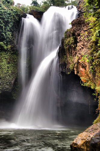 kemenuh waterfall view