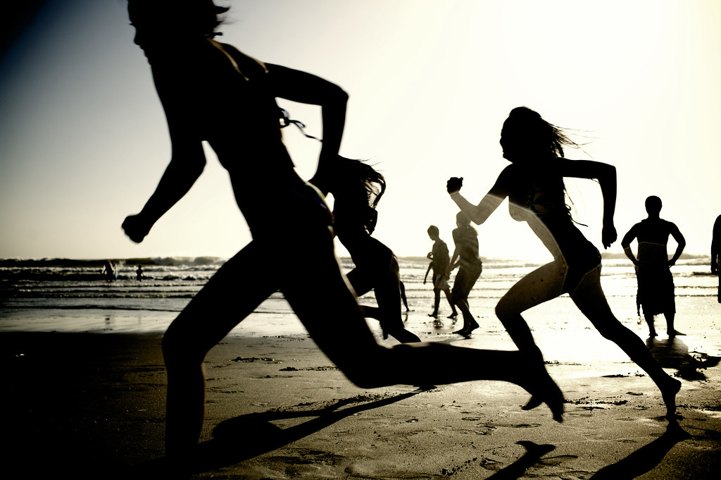 Girls running on the beach (#62902)