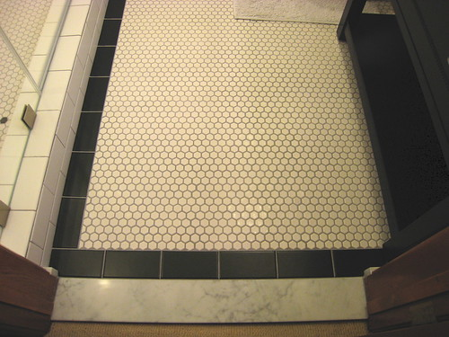 white hexagon floor tiles what color grout did you choose
