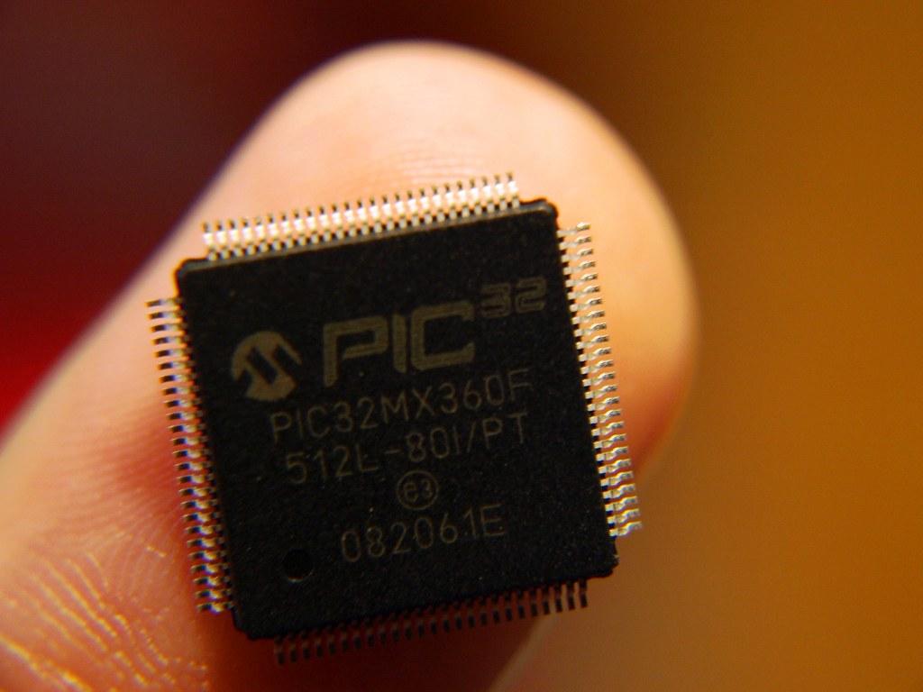 El poder de los 32 bits en un dedo