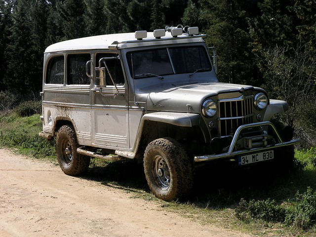 1958 Willys Jeep Wagon http://www.flickr.com/photos/ddg988/2336847409/