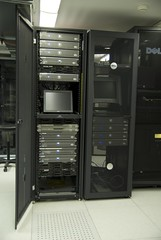 electronic device, server, computer case, computer cluster,