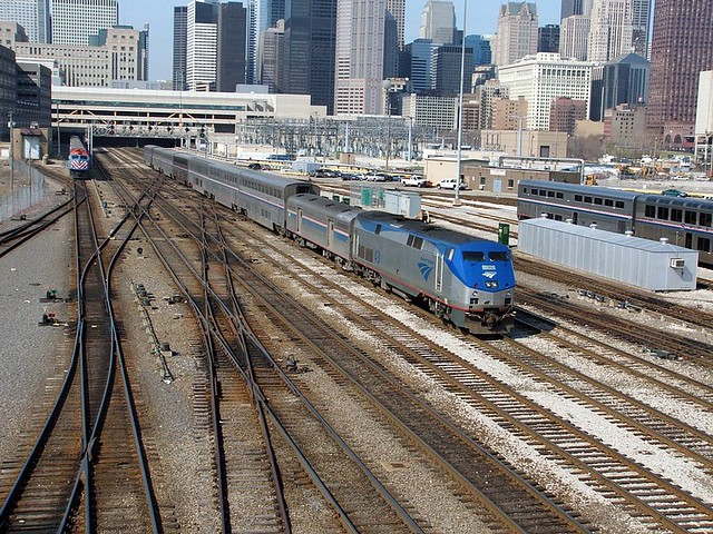 2005-04-04 - 48 - Scenes taken from Roosevelt Road, Chicago - MET 197 and AMTK 43 - Metra train backs into Union Station as Amtrak 21 departs