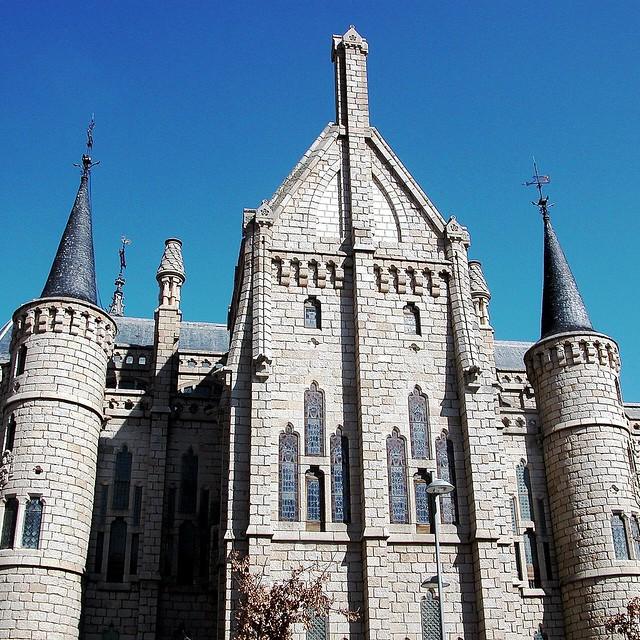 27 ASTORGA . Palacio Episcopal. Gaudí. 11