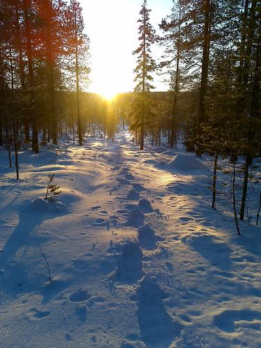 sunset snowshoeing kuusamo auringonlasku nokian96 lumikenkäily säynäjävaara