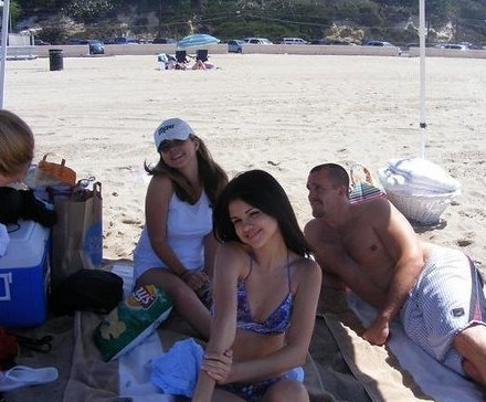 Selena Gomez  on Selena Gomez  Mom  And Step Dad On Beach   Flickr   Photo Sharing