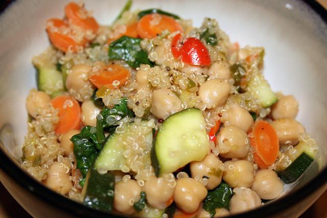 Leckerer Salat aus Quinoa und ...