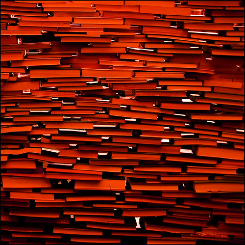 red toronto canon gallery pattern books holes 2008 stacked nuitblanche artinstallation wallofbooks booksculpture tombendtsen blogtoff20081010