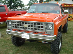 sport utility vehicle(0.0), dodge ramcharger(0.0), compact sport utility vehicle(0.0), ford(0.0), chevrolet(1.0), automobile(1.0), automotive exterior(1.0), pickup truck(1.0), vehicle(1.0), truck(1.0), chevrolet c/k(1.0), bumper(1.0), land vehicle(1.0),