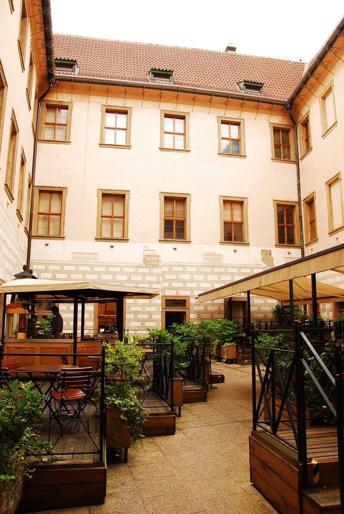 lobkowicz courtyard café