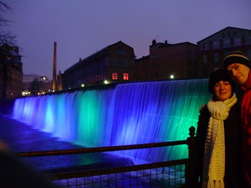 A couple enjoying Norrköping by night.