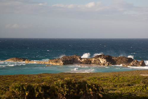ocean light sunlight beach water waves views scrub turksandcaicosislands middlecaicos dragoncay mudjinharbor whalewatchvilla