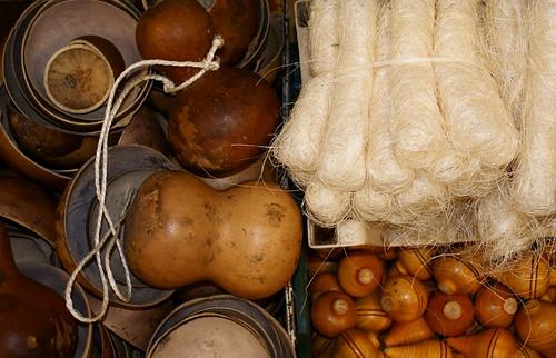 Calabazos, trompos y fibra para tallarse