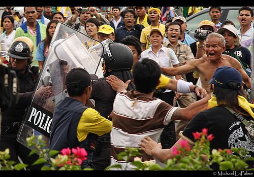 Thai Police / PAD Clash