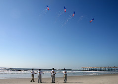 sports(0.0), kitesurfing(0.0), toy(0.0), beach(1.0), individual sports(1.0), sea(1.0), windsports(1.0), wind(1.0), kite(1.0),