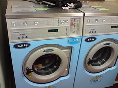 gas stove(0.0), room(1.0), clothes dryer(1.0), major appliance(1.0), washing machine(1.0), laundry(1.0),